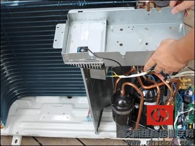 重庆渝中区格兰仕空调维修,拆装中心,空调清洗加氟指定点61353660